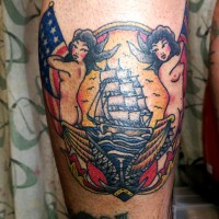 脹脛に人魚と船と碇のタトゥー